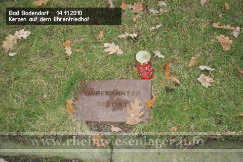 Kerzen für die Ermordeten der Rheinwiesenlager